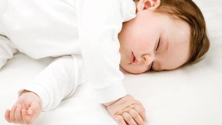 Bebeğinizi sıcak ortamlarda yatırmayın!