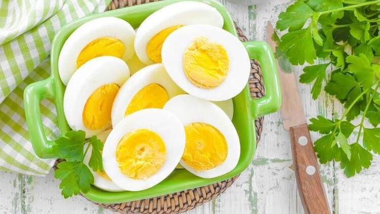 Yumurtayı kaynadıktan sonra 4 dakika pişirin