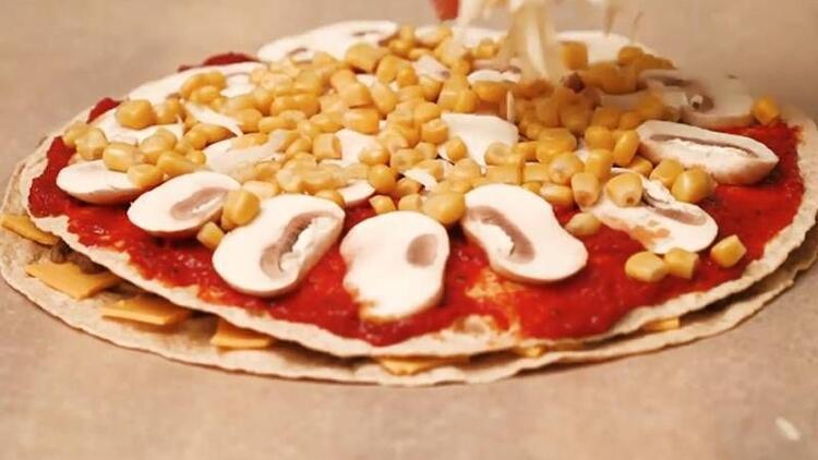 Lavaştan pratik pizza tarifi