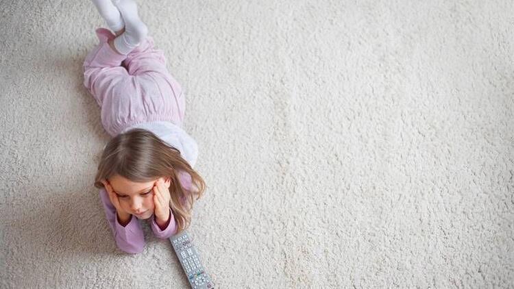 Çocukları ekrandan uzak tutalım mı tutmayalım mı?
