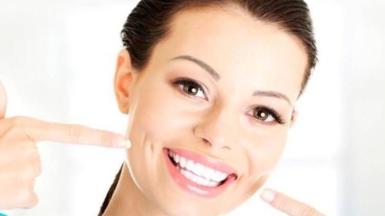 Diş estetiği ile genç görünmek mümkün mü?