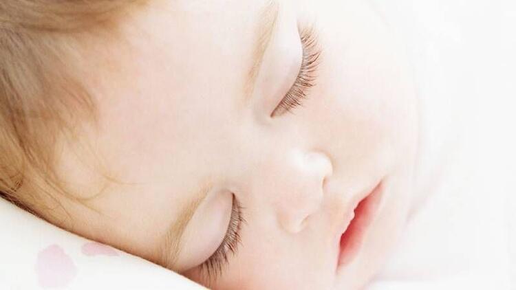 Mutlu bebekler için uyku eğitimi nasıl olmalı?