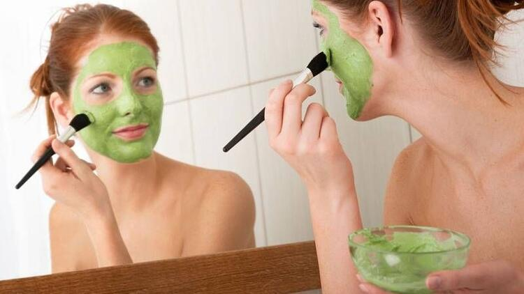 Göz çevresi kırışıklıkları için 5 maske tarifi
