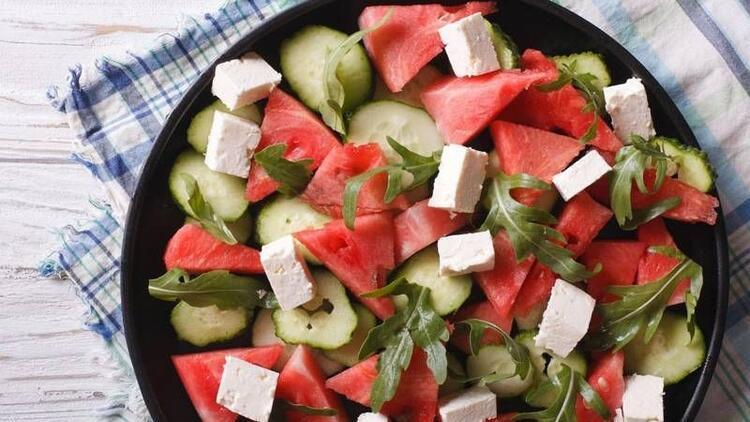 Ramazanda susuzluğun çaresi salatalık ve karpuz
