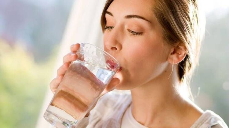Suyu ne zaman içmeliyiz? Yemekten önce mi sonra mı?