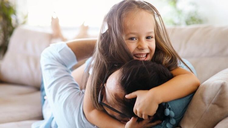 Duygusal zekası yüksek çocuk için 10 sihirli cümle