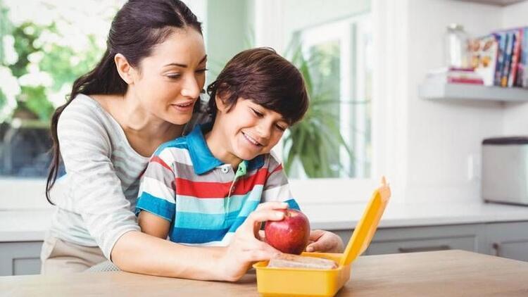 Çocuğunuzun kalitesiz beslenmesine izin vermeyin!