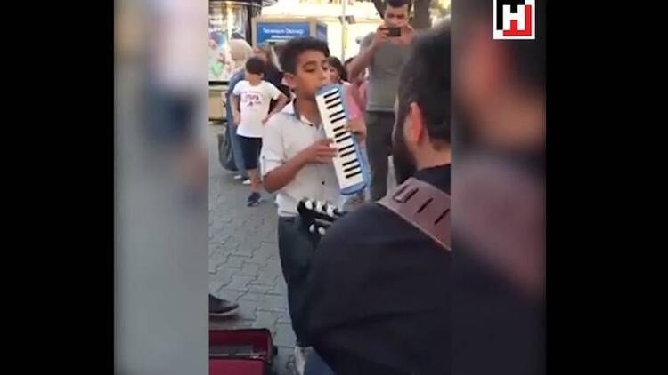 Melodikasını konuşturan çocuğun müthiş performansı