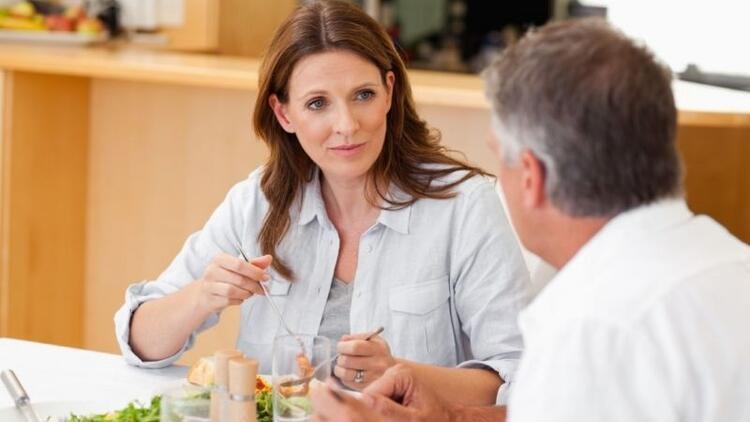 Zayıflarken akşam yemeğini saat kaçta yemeliyiz?