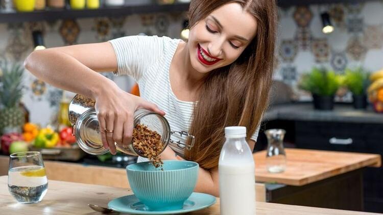 Beslenmenizden eksik etmeyin! Mutluluk reçetesi besinler…