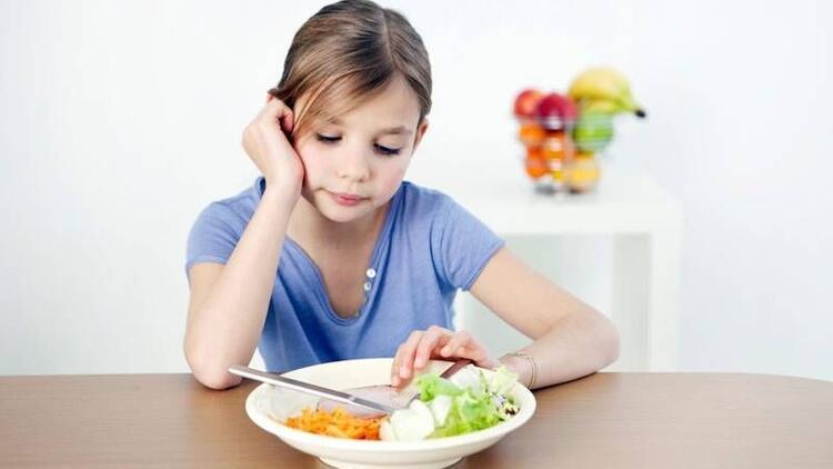Yazın iştahsız çocuklara yemek yedirmenin yolları