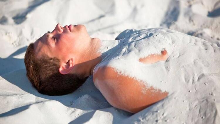Bacakları kuma gömmek sandığınız kadar faydalı mı?