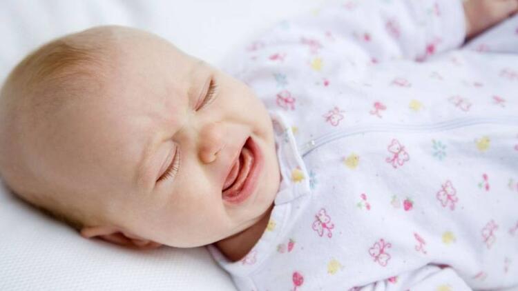 Yenidoğan bebeklerde sebepsiz ağlamalar neden olur?