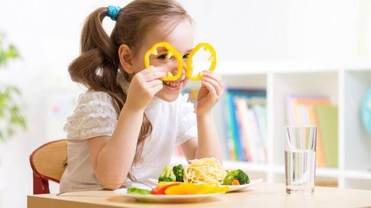 Çocukluk çağında doğal beslenme en iyi savunma