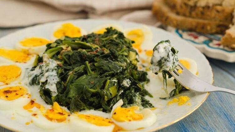 Ispanağı yoğurtla değil, yumurtalı yiyin