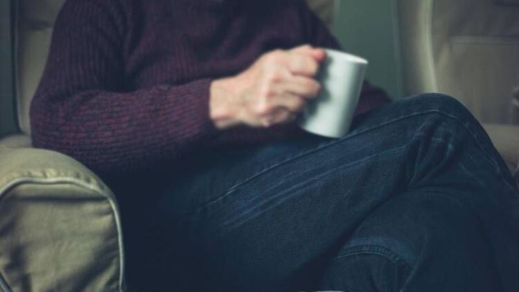 Erkeklere uyarı: Bacak bacak üstüne atarak oturmayın