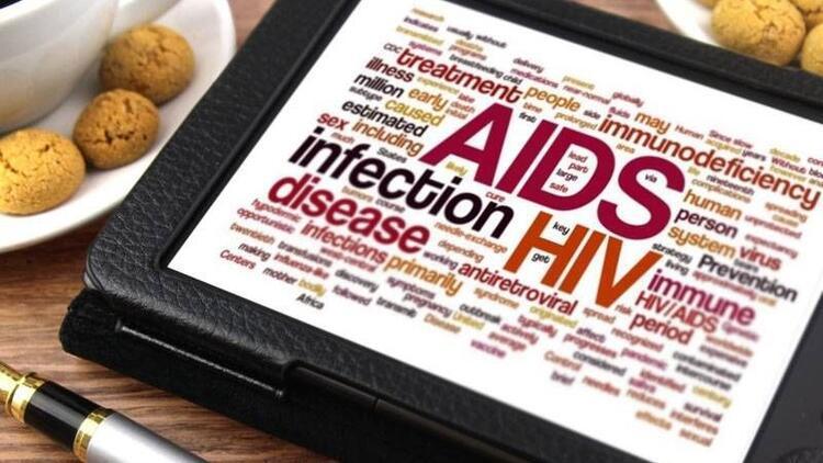 HIV virüsü, dokunmak ve tokalaşmakla bulaşmaz