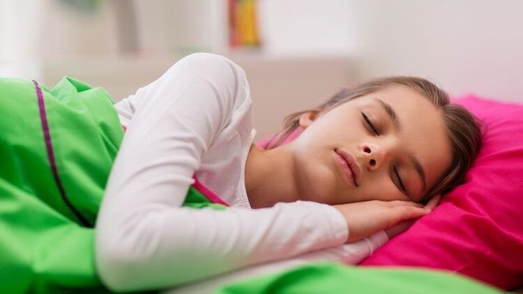 Gece yatak ıslatma ile ilgili doğru bilinen yanlışlar nelerdir?