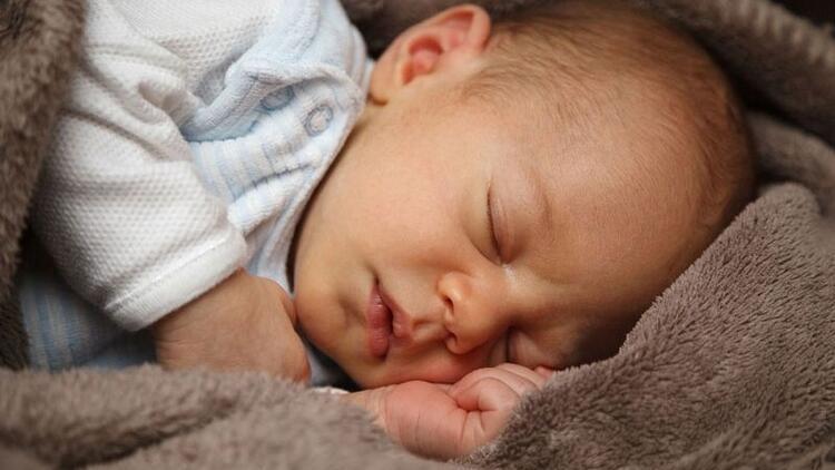 Ağlayan bebeklerin sakinleşmesini sağlayan cihaz yaptı