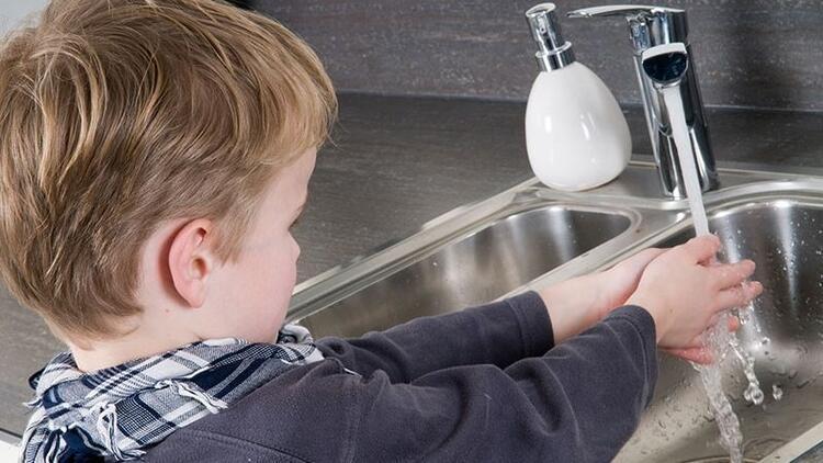 El yıkama eğitimini eğlenceli bir aktiviteye dönüştürebilirsiniz