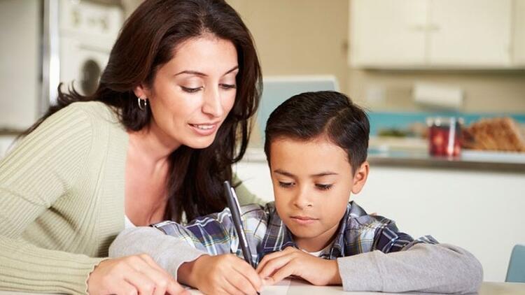 Zayıf notları düzeltmek için çocuğunuzla birlikte plan yapın