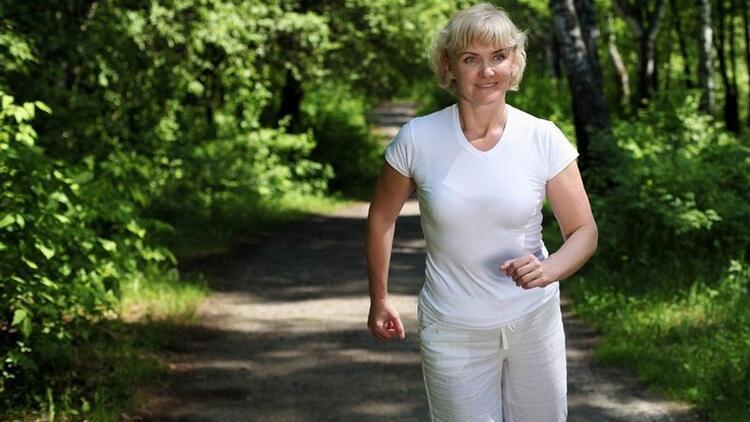 Menopozda kemik erimesi ile nasıl başa çıkarız?