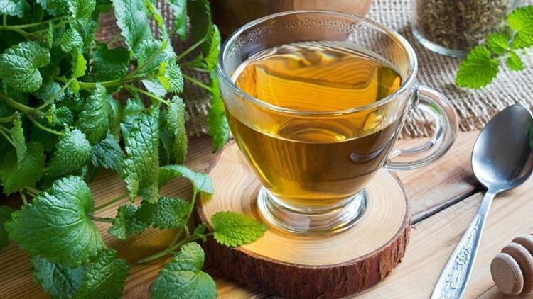 Ender Saraç'tan sigarayı bırakacaklara karanfil-melisa çayı önerisi