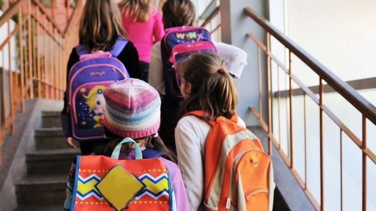 Okul çantaları gelecekte kronik bel ağrısına zemin hazırlıyor