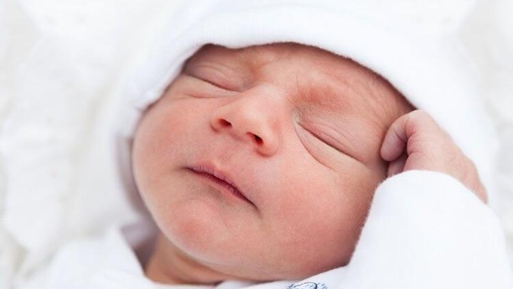 Bebeğin doğum anında anneden aldığı sıvı, ilk hayat yudumudur