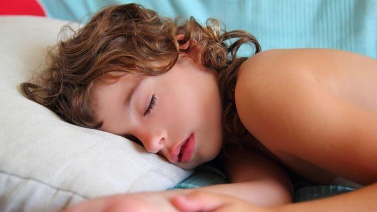 Çocuklar ne zaman yalnız yatmalı?