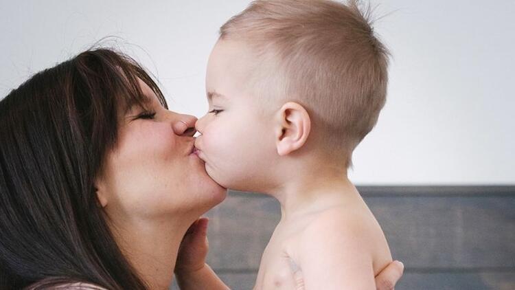 Çocuklar dudaktan öpülür mü?
