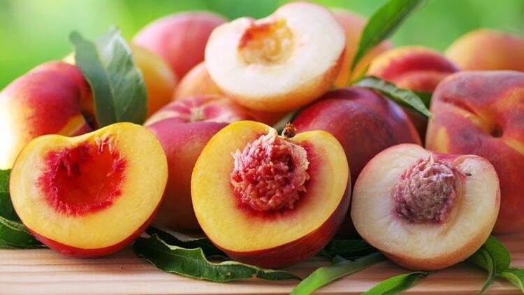 Yaz aylarının sulu ve tatlı meyvesi şeftali