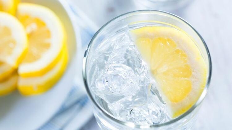 Her gün bir bardak limonlu su içmenin faydaları