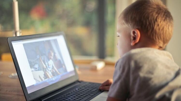 Çocuğun televizyon izlemesi sakıncalı mı?