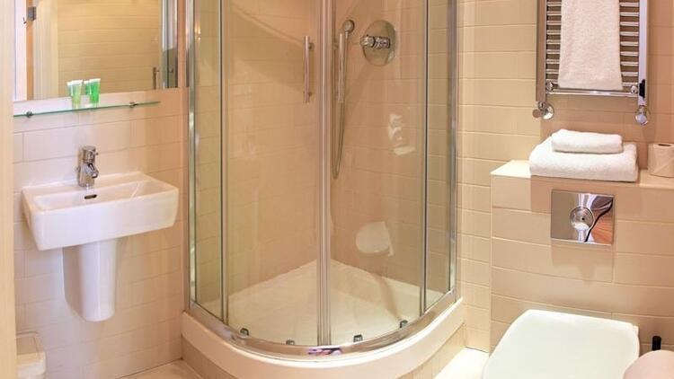Duşakabindeki su lekeleri nasıl çıkar? Duşakabin nasıl temizlenir?
