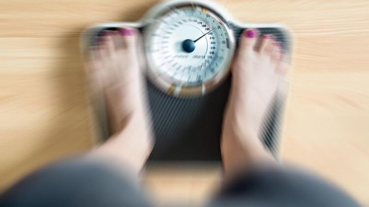Gün içinde fazla tartılmak sağlıksız kilo vermeye sürüklüyor