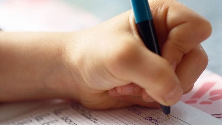 Çocuğun el kullanımına müdahale etmeyin