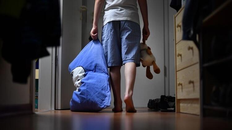 Çocuklarda uyurgezerlik neden olur, nasıl geçer?