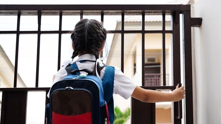 Okul çantası çocuğun boyuna uygun olmalı!