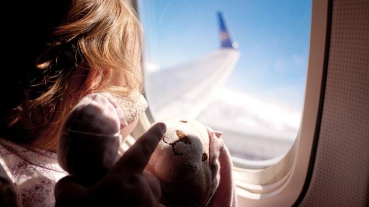 Çocuklarla uçak seyahatinin püf noktaları