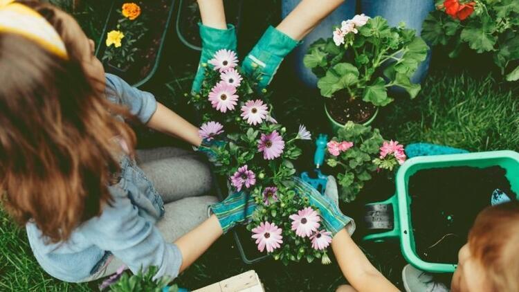 Çocuk yetiştirirken çiçeklerin büyülü dünyasından destek alın