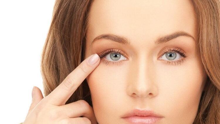 Göz kapağı düşüklüğü ameliyatsız tedavi edilebiliyor