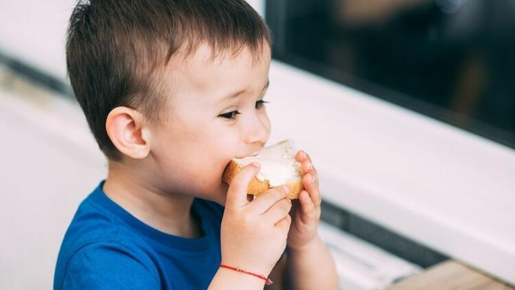 Çikolata ve peynir çocuklarda migren yapabilir