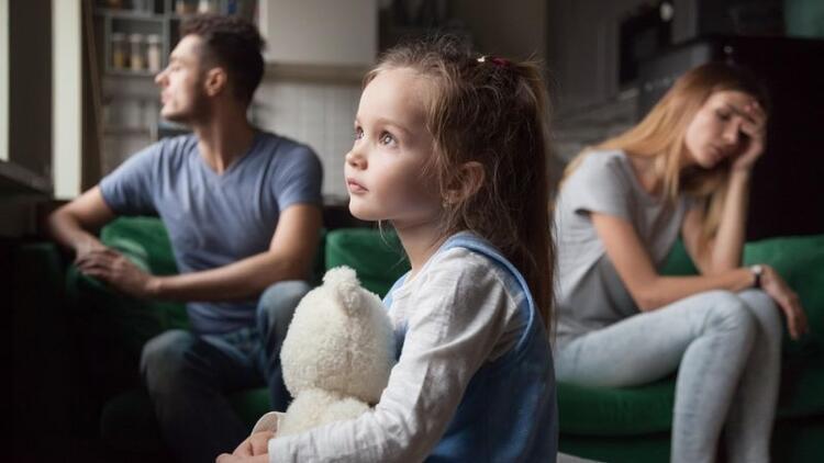 Boşanan kadın çocuğuna kendi soyadını verebilir mi?
