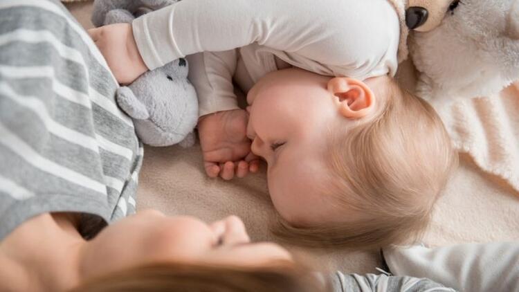 Çocukların ayrı yatağa ve odaya alışma süreci nasıl olmalı?