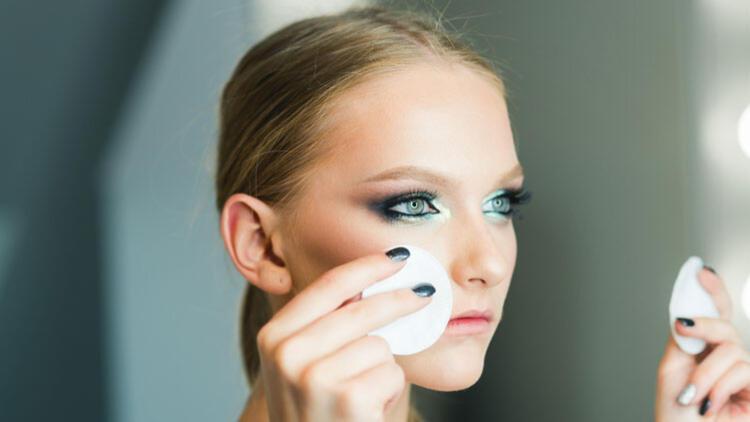 Göz Makyajı Yaparken Gözlerimizi Nasıl Koruruz?
