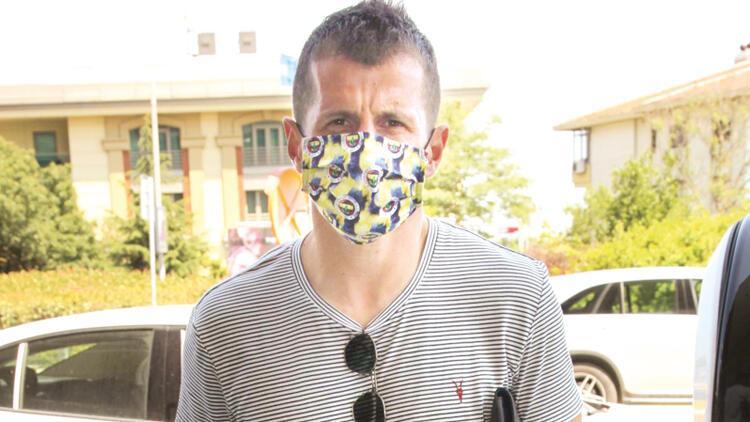 Neden logolu maske?  ( EMRE BELÖZOĞLU)