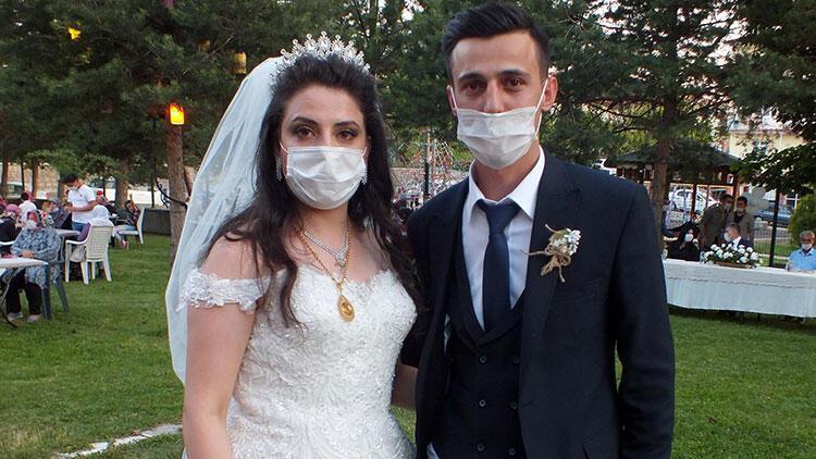 Şehit kardeşi dünya evine tedbirli düğünle girdi