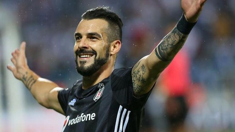 Son dakika! Beşiktaş'ın eski golcüsü Alvaro Negredo, İspanya'ya transfer oldu!