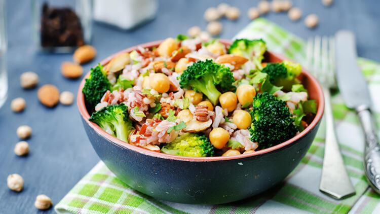 Brokoliyi Bir de Böyle Deneyin: Cevizli Brokoli Salatası